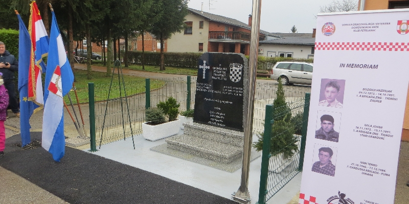 Svečano otkrivanje spomenika poginulim hrvatskim braniteljima