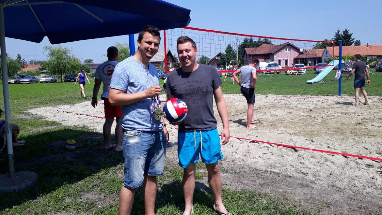 """1.Humanitarni turnir u odbojci na pijesku """"4 na 4"""" u Družbincu"""