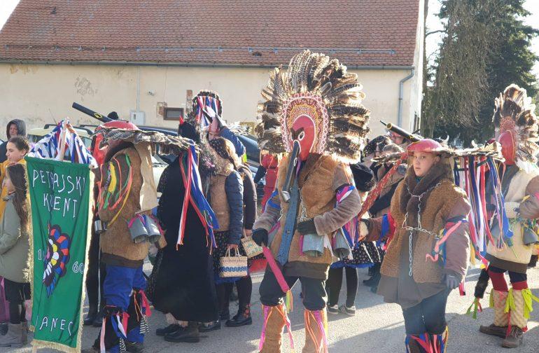 Petrajski fašnik i povorka okupirali ulice Petrijanca