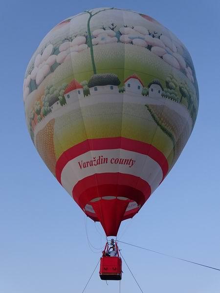 """U PREDIVNOM PRIZORU UŽIVALI I MLADI I STARI – u Petrijancu podignut balon """"Svečanost cvijeća"""""""