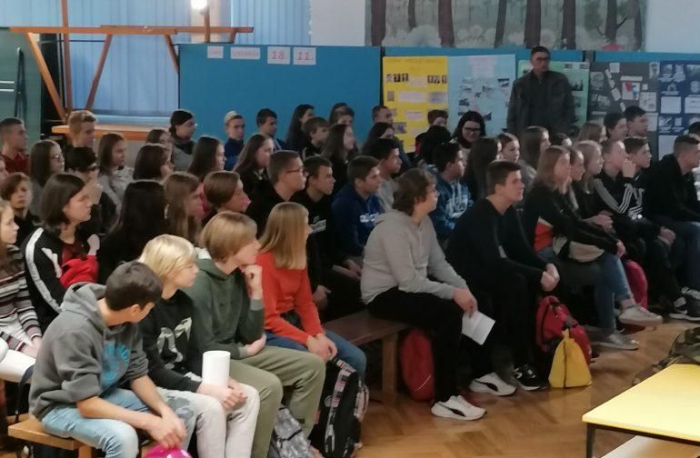 """Projektom """"Promicanje istine o Domovinskom ratu"""" Osnovna škola Novi Marof obilježila Dan sjećanja na žrtvu Vukovara"""