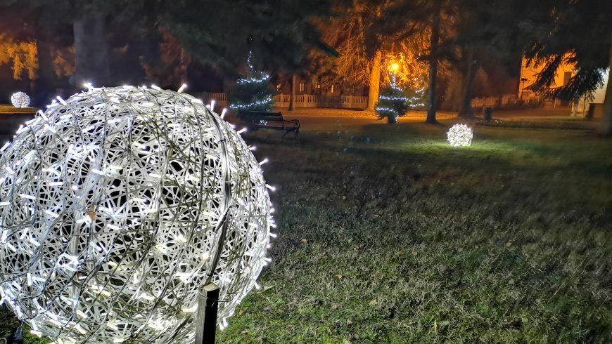 Trg Svetog Petra i Pavla u Petrijancu u božićnom ruhu