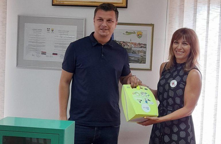 Gradsko društvo Crvenog križa Varaždin doniralo defibrilator Općini Petrijanec